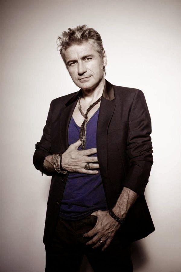 SCRIVOQUANDOVOGLIO: LUCIANO LIGABUE A SALERNO (23/07/2014)a già cantato....all inizio m sa...caxxarola
