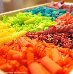 How to dye pasta for use in crafts and other fun stuff! I think perhaps I'll do this with pasta that can be strung on yarn so the kids can make rainbow necklaces. =)