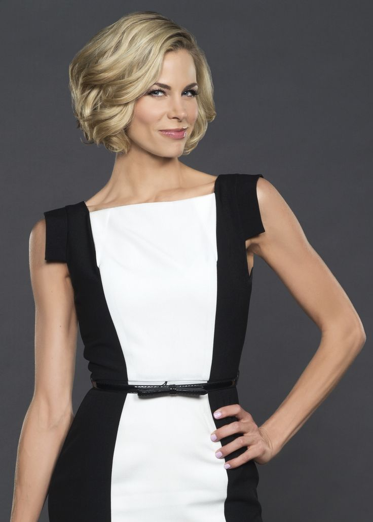 Brooke Burns Short Curly Bob  I wish I could style my hair like this