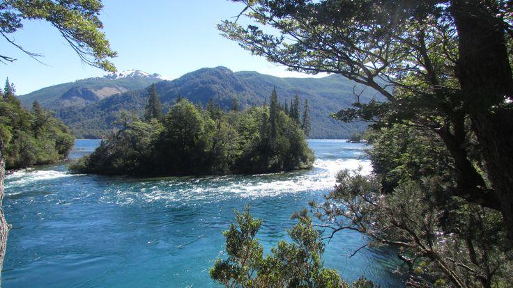 El Lago Menéndez es un lago de orígen glaciario ubicado en el Departamento Futaleufú de la Provincia del Chubut, Argentina. Tiene una superficie aproximada de 5570 hectáreas. Se encuentra dentro del Parque Nacional Los Alerces.