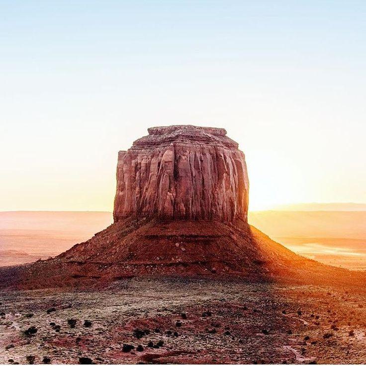 "FOLK no Instagram: ""Good morning! Monument Valley. Photo by @thesamgraves #liveauthentic #livefolk @folkmagazine"""