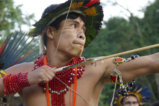 Uma das atividades dos Jogos Indígenas organizados na aldeia indígena Kari-Oca, em Jacarepaguá, Rio de Janeiro, é a competição de arco e flecha. Haroldo Castro