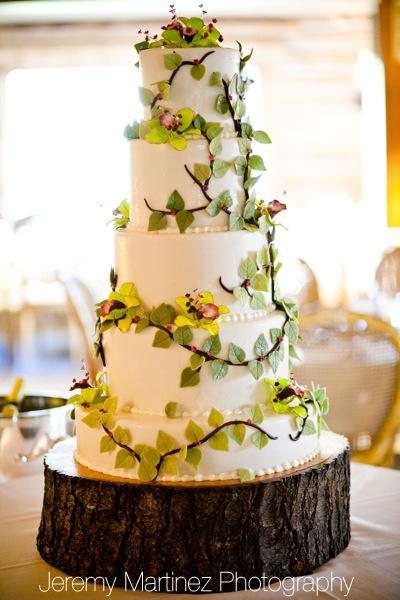 Mountain Flora Wedding Cake at Keystone Ranch, CO. www.keystoneweddidngs.com