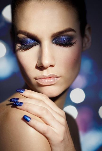 Dramatic Blue Smoky Eye Look | Smoky Eye: Dresses Up, Beautiful Nails, Nails Design, Nails Tips, Blue Glitter Nails, Blue Eye Makeup, Rich Colors, Sparkly Nails, Blue Nails