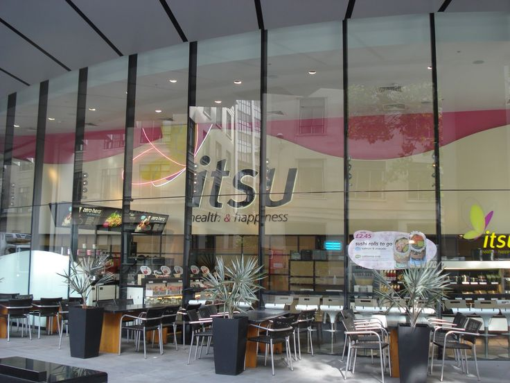 Chez Istu, 30 min avant la fermeture, tous les plats passent à -50% ! #IdéesLocales http://www.ideeslocales.fr/a-londres-un-restaurant-pratique-des-reductions-avant-la-fermeture/