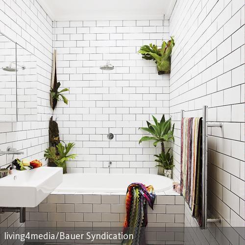 Ein besonderer Hingucker in diesem kleinen Badezimmer sind die weißen U-Bahn-Fliesen – so holt man sich ein Stück vom Großstadtdschungel in die eigenen…