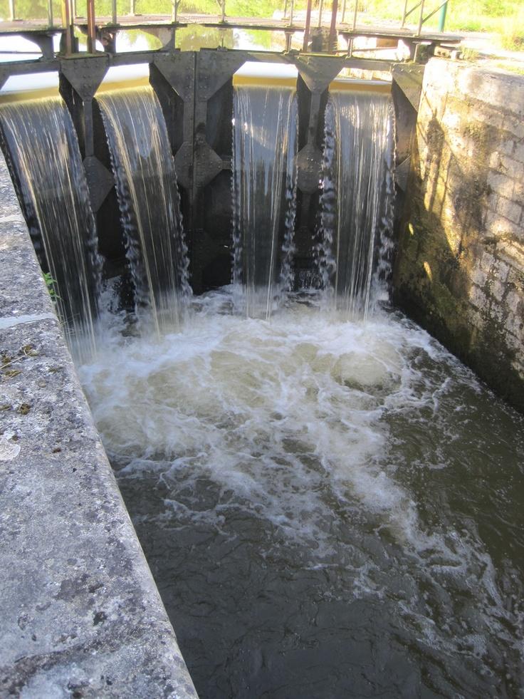 Ecluse sur le canal du Nivernais (Yonne 89)