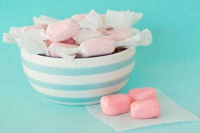 Did you know you can make sugar free gum at home? It's pretty simple, & with the help of our sugar alternatives it's easy to make sugar free gum at home.