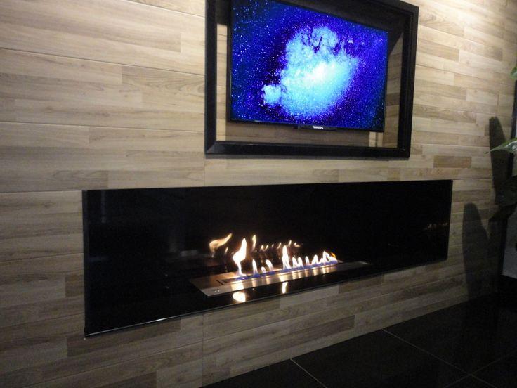 Chimenea bioetanol y television por control remoto AFIRE http://www.a-fireplace.com/es/chimeneas-bioetanol/