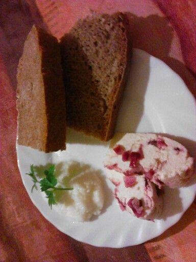 Házi kenyér vaj és sajt