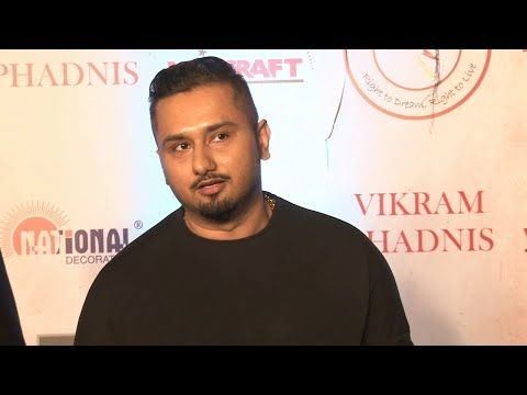 Yo Yo Honey Singh at Vikram Phadnis's 25th anniversary fashion show.