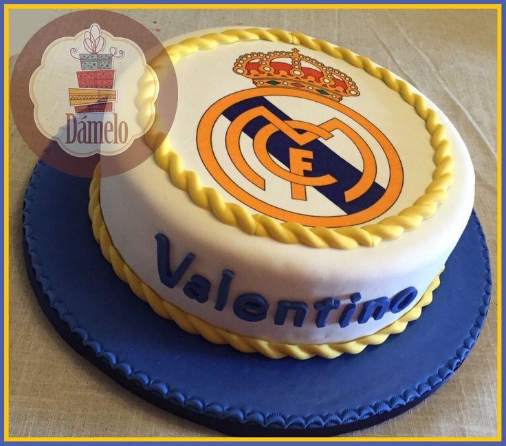 Real Madrid!!! Torta sabor chocolate rellena con manjar, forrada, decorada con masa fondant e impresión en papel comestible.