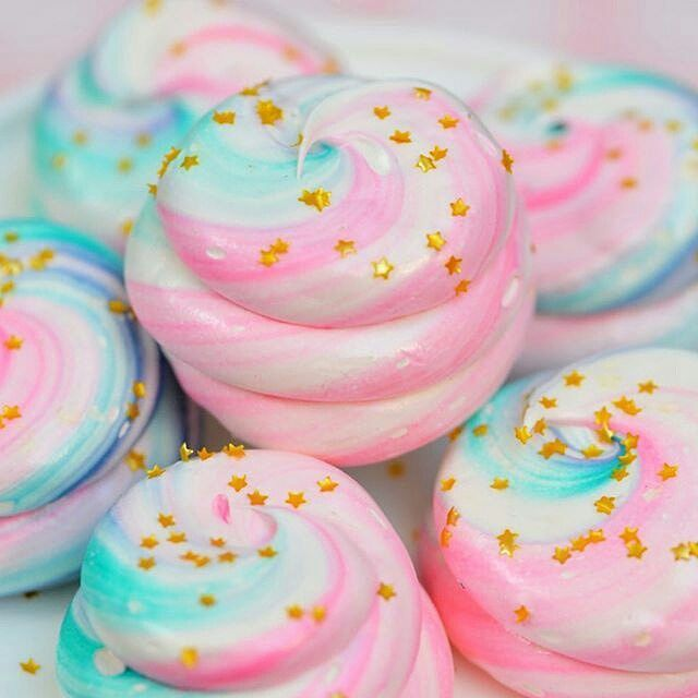 Just drooling over @sweetbakeshop's feed.  Look at these gorgeous #meringues! ✨ #pastels #love