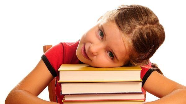 Děti musí znát nazpaměť fakta, která mohou najít za minutu na internetu, ale…