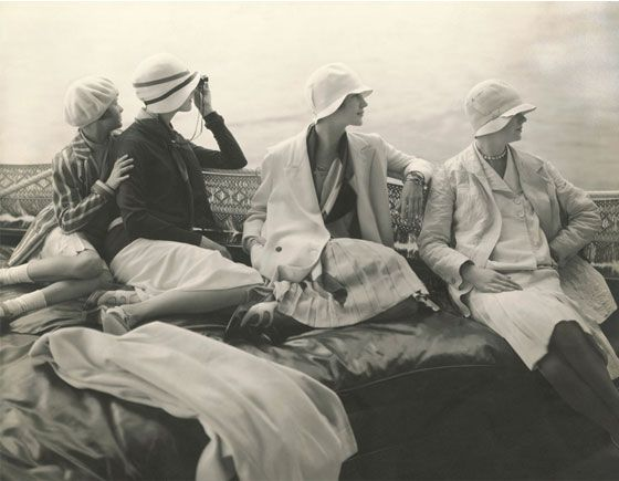 Casual sportswear was worn by the wealthier people in the 1920s.