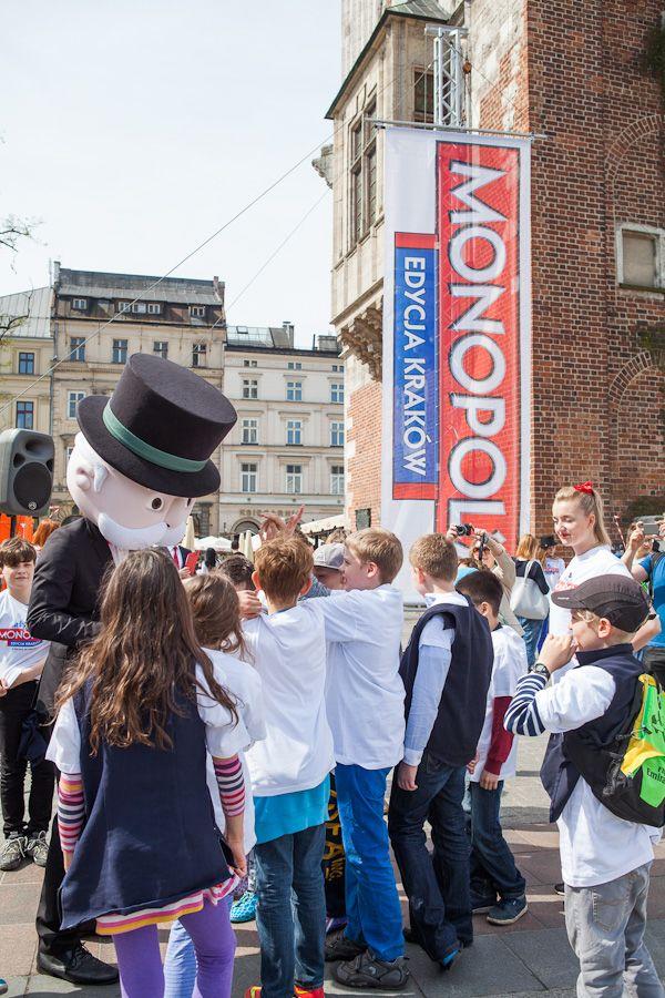 Pojawił się nasz niecodzienny gość- Pan Monopoly, który do Krakowa przyjechał prosto z Irlandii.