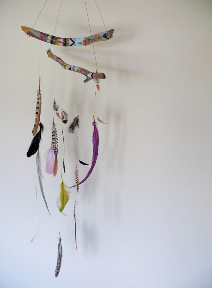 Mobile de branches peintes et plumes, couleurs*irrégularité*légerté