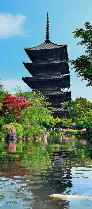 This is another demonstration of the traditional Japanese building style but in a different format. This is a tower like building with several sections split by roofs. Therefore when considering the shape of my buildings I should also consider splitting them into sections such as this.