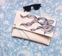 Mavi Tonlamalı Geometrik Desenli El Çantası