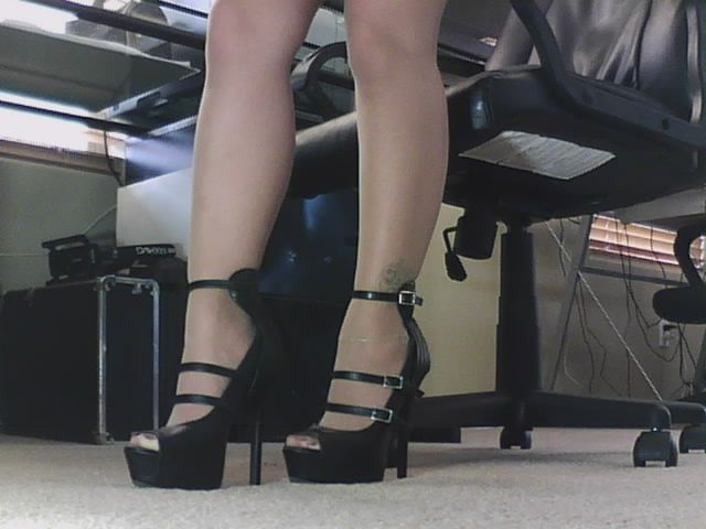 I'll be topless in pantyhose & heels all day in the office since u all probably missed me over the weekend ;)