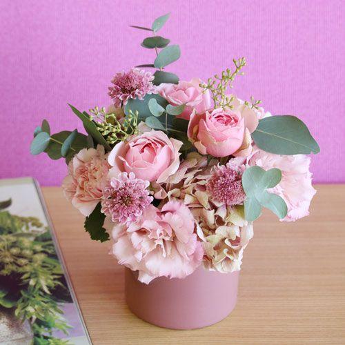 バラのフェアリーピンクアレンジメント(陶器ポット付き) | 花・花束の通販|青山フラワーマーケット