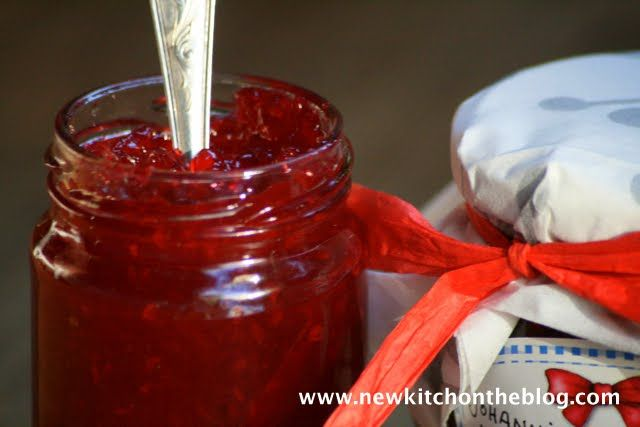 New Kitch On The Blog: Beeren-Alarm: Johannisbeer-Marmelade, Chutney und ein feiner Sommerkuchen