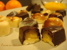Bombones rellenos de crema de naranja.