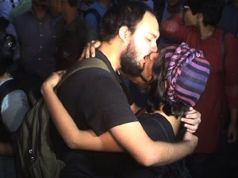 Open kiss protest 1st time in kolkata