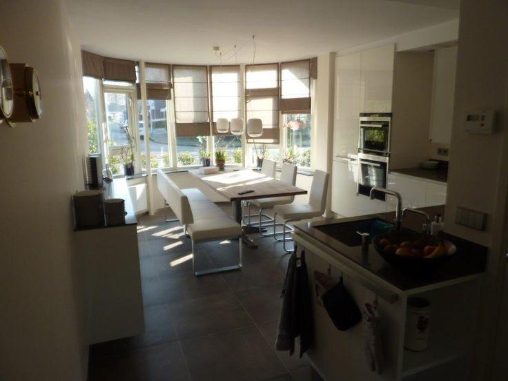 Witte hoogglans y line keuken met composiet werkblad en for Keuken met siemens apparatuur