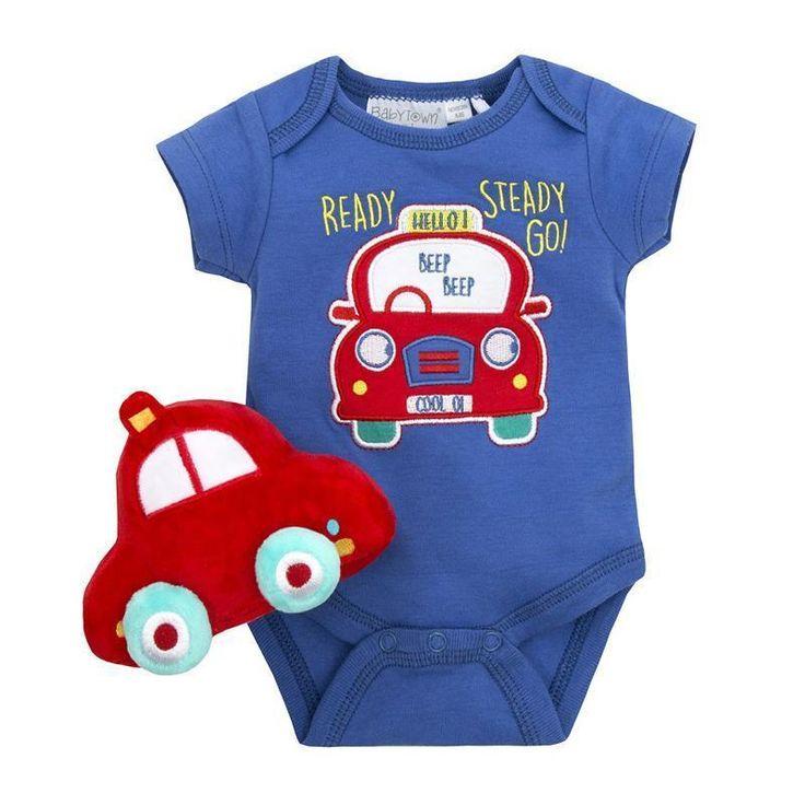 Body bebelusi imprimeu masina si jucarie: body albastru, realizat din bumbac, cu model masina rosie aplicat in partea din fata, prevazut cu 3 capse intre picioare si jucarie de plus masina rosie.