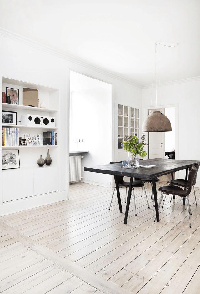 Singing the blues in a Danish apartment. Fredrikke Heiberg / Sidsel Zachariassen