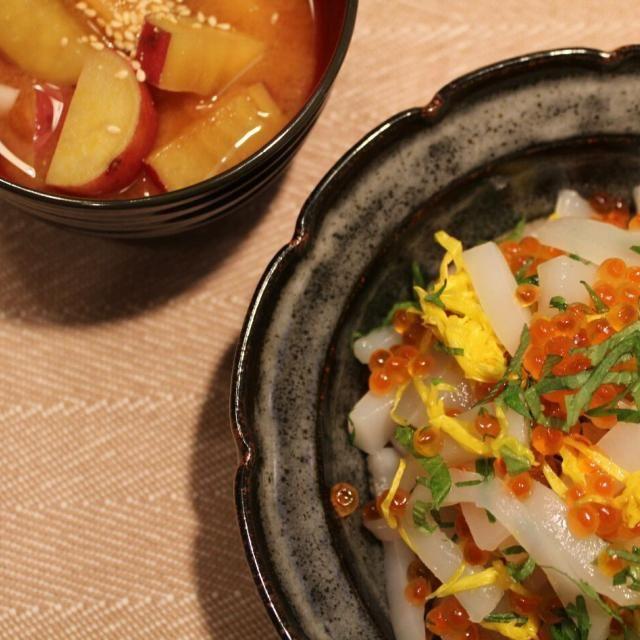 卵黄、甘めのお醤油、イカの相性が抜群~( ´艸`)  お芋のお味噌汁は、すりごまをちょい掛けで食べるのが好み(*´ェ`*) - 60件のもぐもぐ - 菊花添え いかそうめん#テキトーに作っても大概美味しく作れるレシピ by chibimega