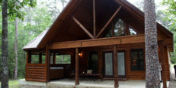 Heaven's Edge is the sister cabin to our Heaven's Gate. This cozy cabin comes with a loft with a full size bed. It is great for small families.