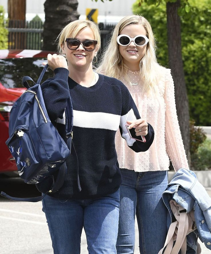 Reese Witherspoon #ReeseWitherspoon & Ava Elizabeth Phillippe #AvaElizabethPhillippe Street Style Santa Monica 11/04/2017 Celebstills Reese Witherspoon