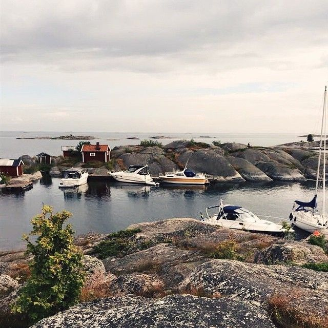 Stockholm is built on 14 islands, and outside the city center 30 000 islands await you, in the Stockholm archipelago! This is Lilla Nassa. #visitstockholm #stockholmarchipelago