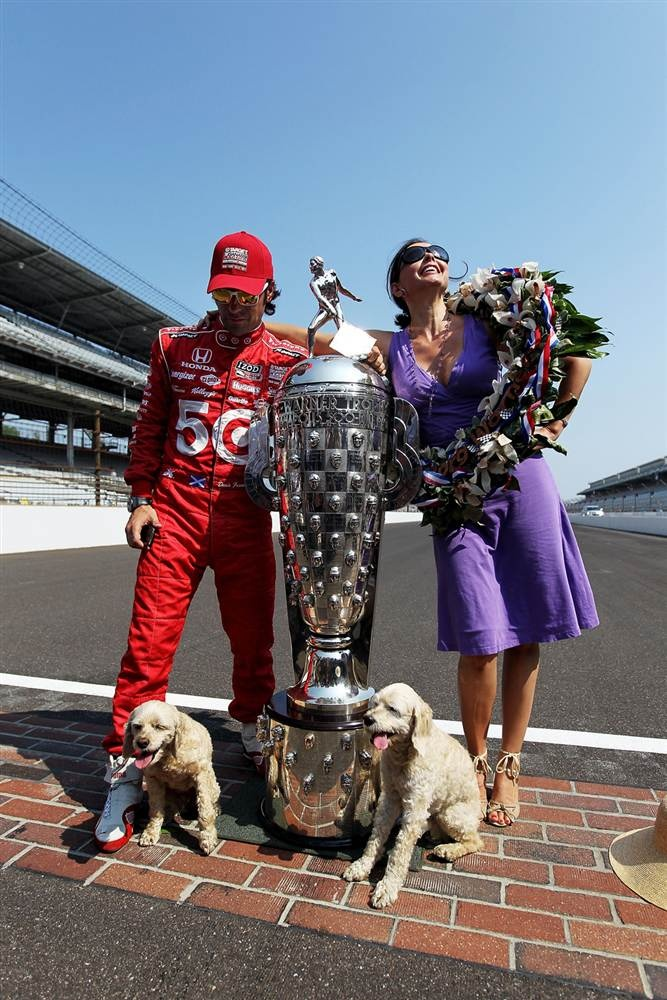 Ashley judd dario franchitti ashley judd a favorite for Indianapolis motor speedway clothing