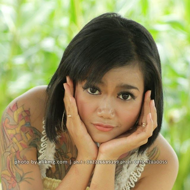 "klikmg.com - fotografer Purwokerto / fotografer banyumas :: Jessy seorang gadis model indonesia yang ayu dan syahdu dengan character chemistry spesial dalam setiap penampilannya ini semakin mempesona dengan padanan busana casual yang seksi dan sensual koleksi dari ratuayu.com - rias pengantin purwokerto / rias pengantin banyumas. Meskipun masih jauh dari bayangan dan mimpi anda, setidaknya kami sudah berusaha memperkenalkan sosok cantik dan mempesona ""Jessica Zoe"" dihalaman ini.  Judul / ..."