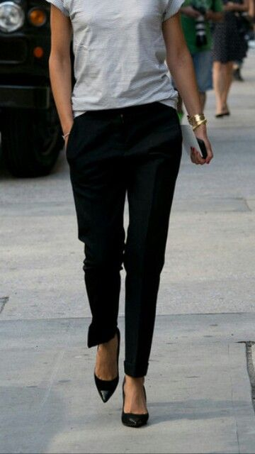 Weekends | Grey t-shirt, black trousers, black pointy Cap-toe pumps.
