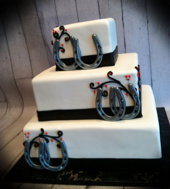 Horse Shoe Wedding Cake