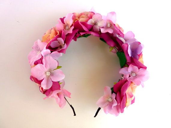 Vinchas con flores para casamientos y eventos. Tocados de novias. #bridal #flowercrown #vinchasconflores #coronada #cotillon #flores #wedding www.facebook.com/coronadacotillon
