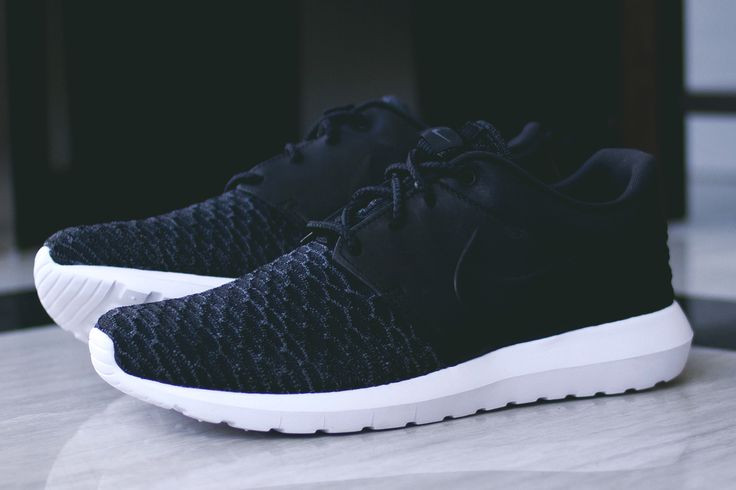 Roshe One Flyknit Black