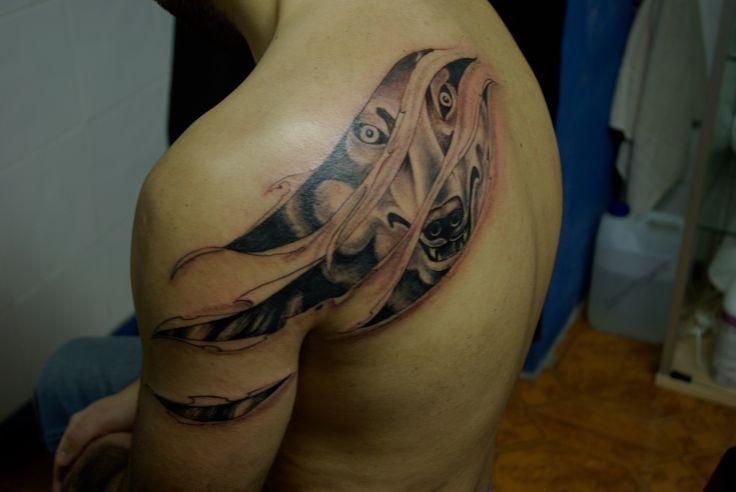 Wolf under skin tattoo marecuza tattoo piercing for Under the skin tattoo