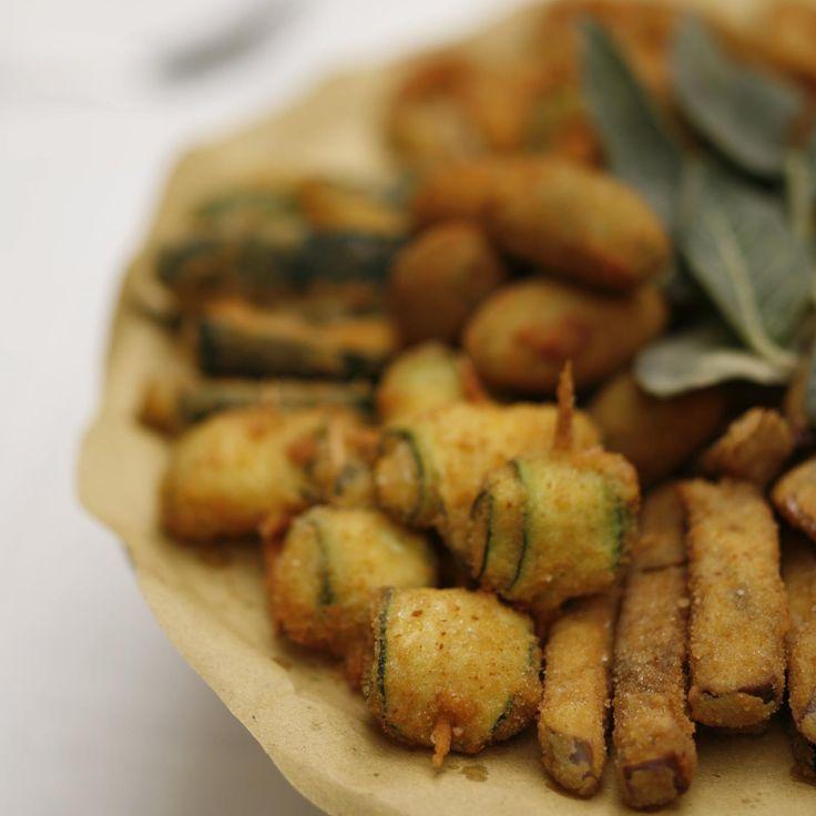 Le verdure e la crema fritta sono un piatto tradizionale del fritto misto all'ascolana e vengono servite come antipasto #olive #ascolipiceno