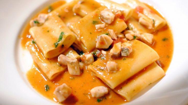 Paccheri con sugo di pesce spada e pomodoro: piatti sfiziosi e veloci. Pasta.