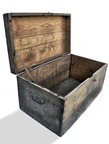 Baúl antiguo de madera | La tienda de Etxekodeco http://etxekodecoshop.es/catalogo/baul-antiguo-de-madera/