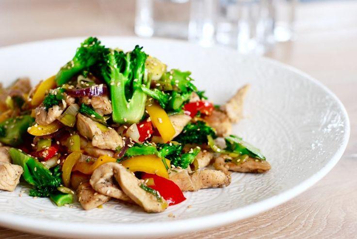 Wok med kyckling & grönsaker – på 15 min