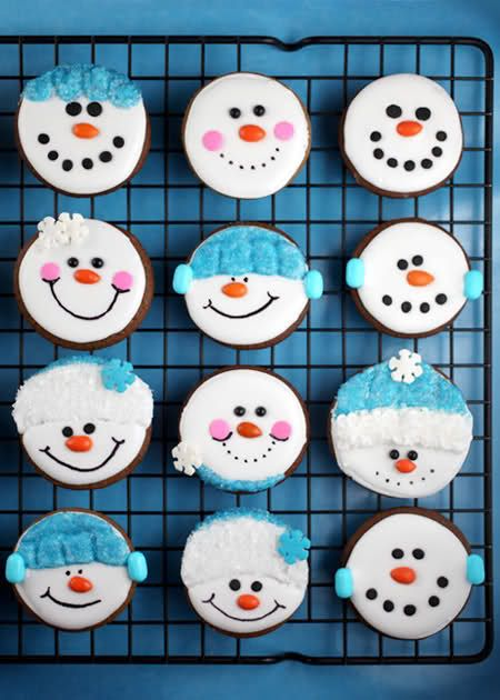I just love love love this idea of decorating  plain old gingerbread cookies and make cute snowman faces,  adorable!