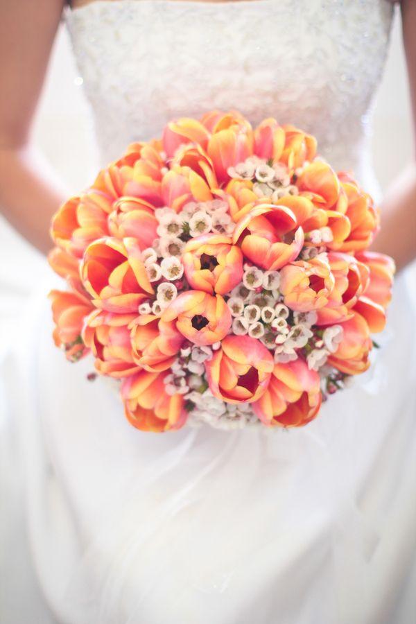 Mooi bruidsboeket met Nederlandse tulpen