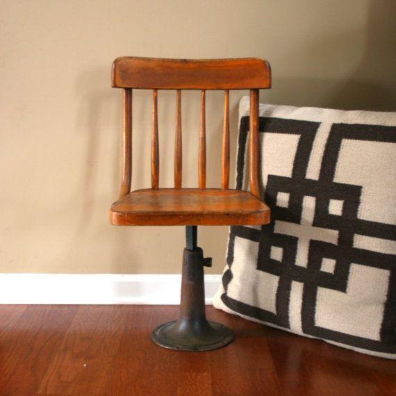 Chaise de bureau primitif de mobilier industriel école bois antique chaise en bois pour enfants Heywood chaise avec décoration fer Base