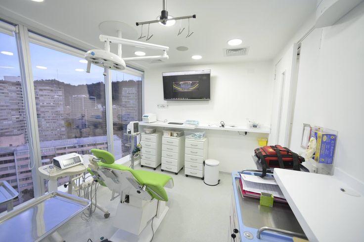 Pabellón de cirugía, sillón de procedimientos Amaro, mobiliario Cigala Samsung, lampara Quirúrgica minimal